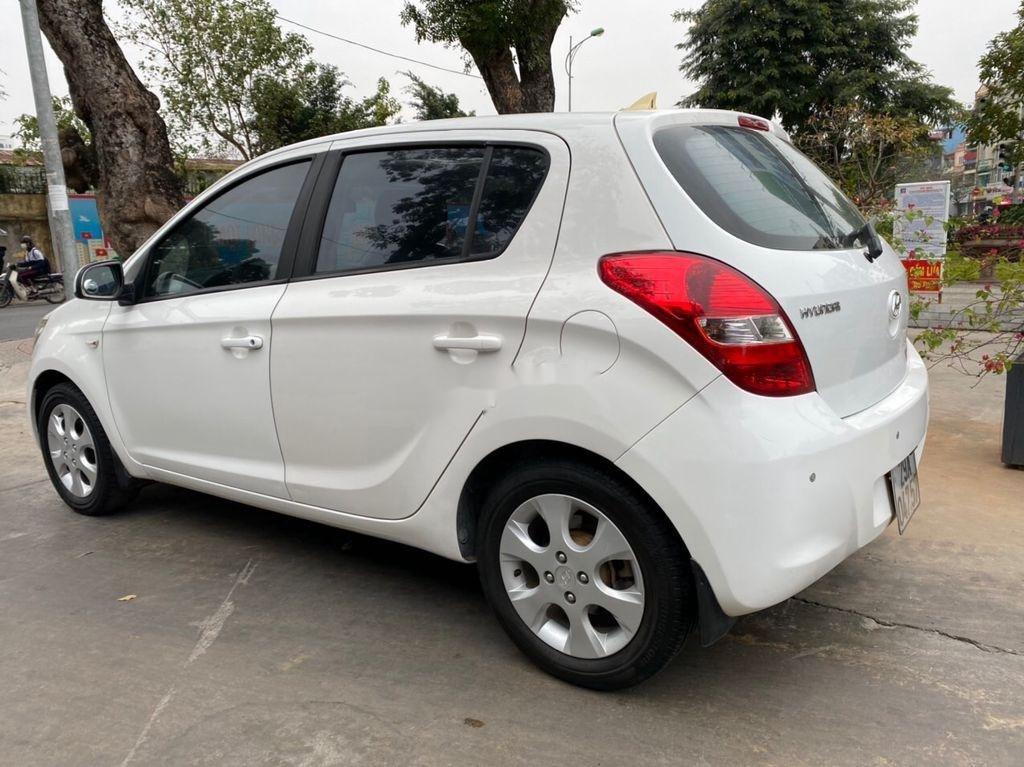 Cần bán lại xe Hyundai i20 năm sản xuất 2011, màu trắng (4)