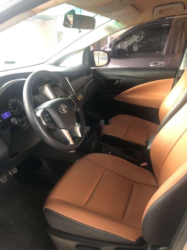 Cần bán Toyota Innova năm 2017, số sàn (5)