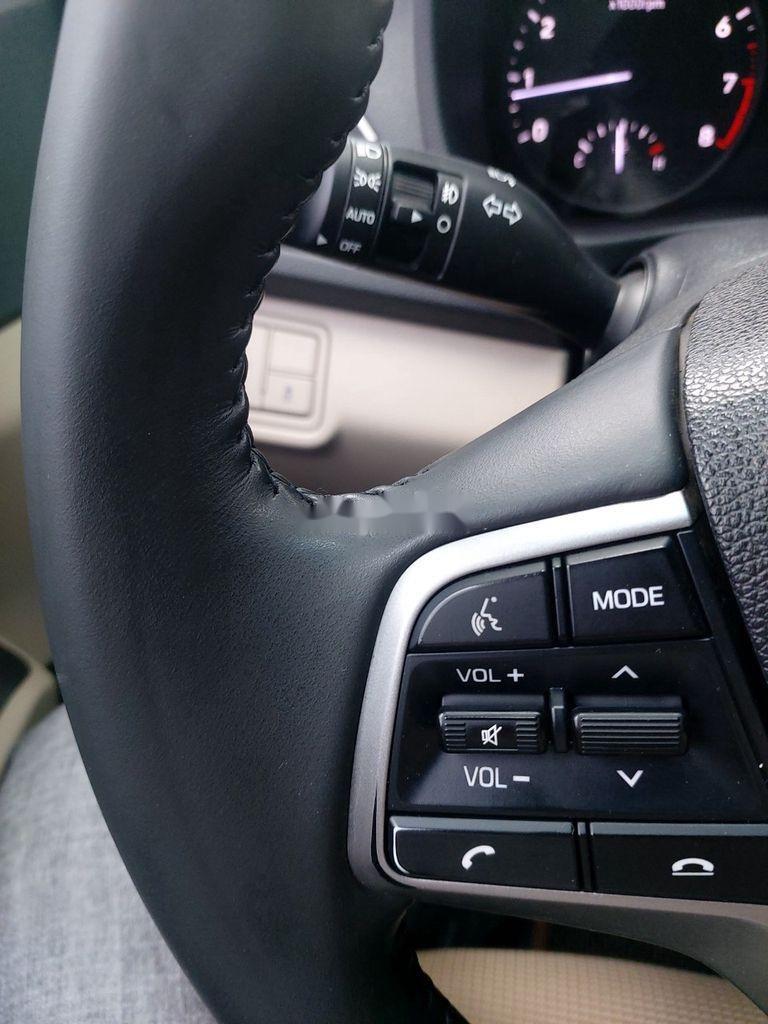 Cần bán xe Hyundai Accent sản xuất năm 2018, màu bạc (7)