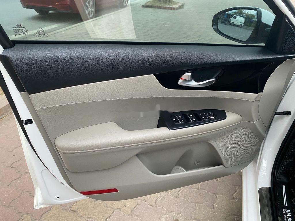 Bán Kia Cerato sản xuất năm 2019, màu trắng, giá chỉ 625 triệu (12)
