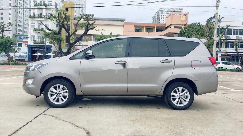 Cần bán lại xe Toyota Innova sản xuất năm 2017 còn mới, giá chỉ 565 triệu (4)