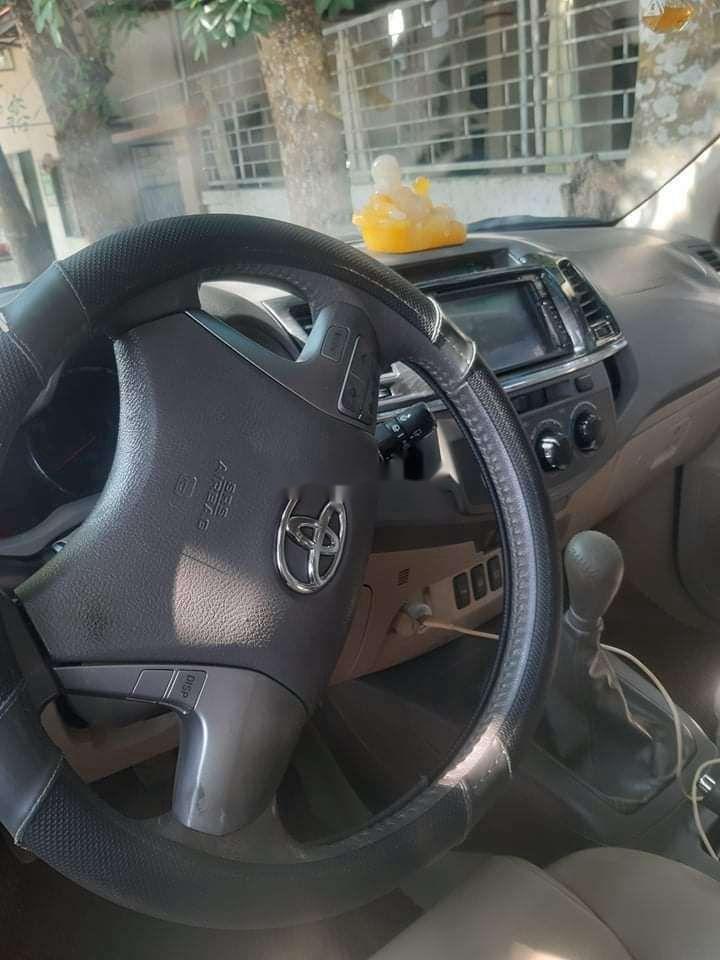 Cần bán lại xe Toyota Fortuner sản xuất năm 2013, màu bạc (4)