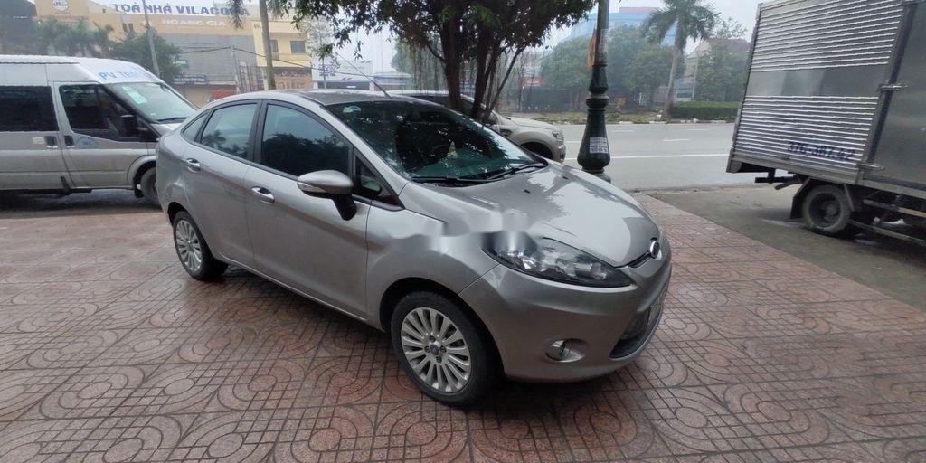 Xe Ford Fiesta năm sản xuất 2012, nhập khẩu nguyên chiếc (2)