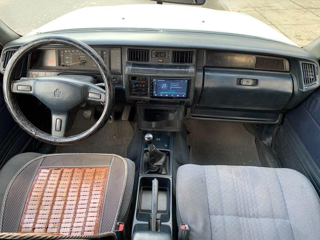 Xe Toyota Crown năm 1995, màu bạc, giá 125tr (9)