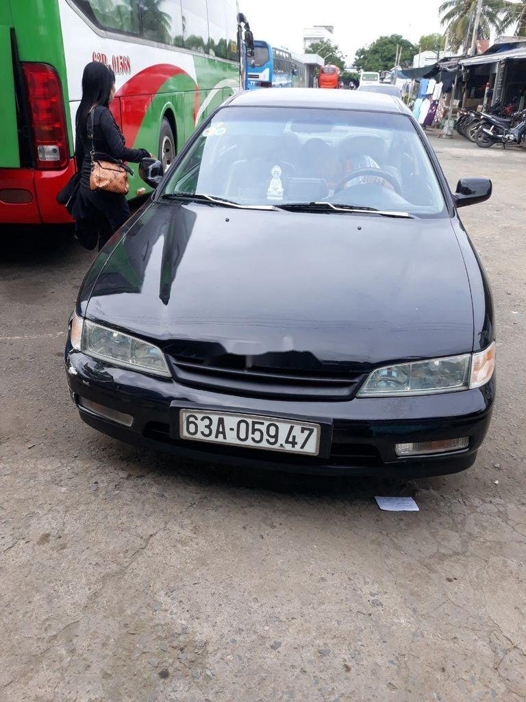 Cần bán gấp Honda Accord sản xuất 2000, màu đen (3)