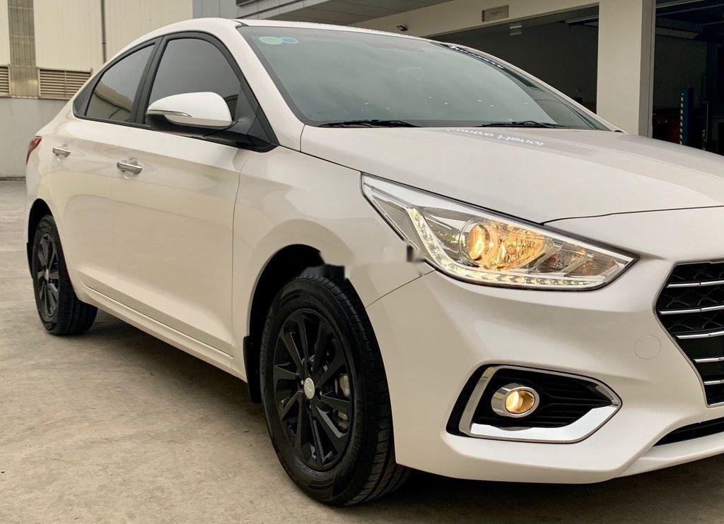 Cần bán lại xe Hyundai Accent đời 2020, màu trắng còn mới (2)