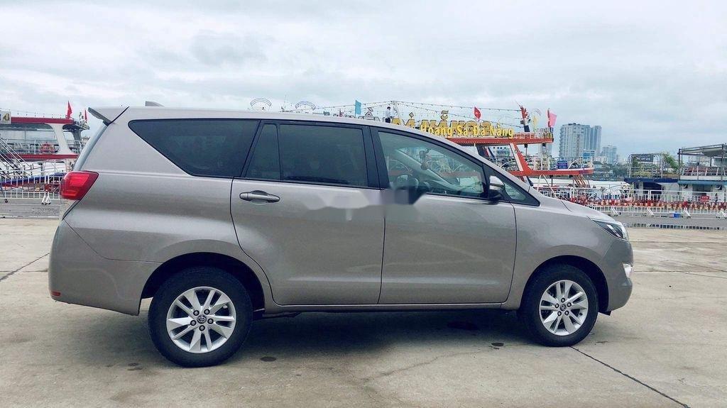 Cần bán lại xe Toyota Innova sản xuất năm 2017 còn mới, giá chỉ 565 triệu (7)