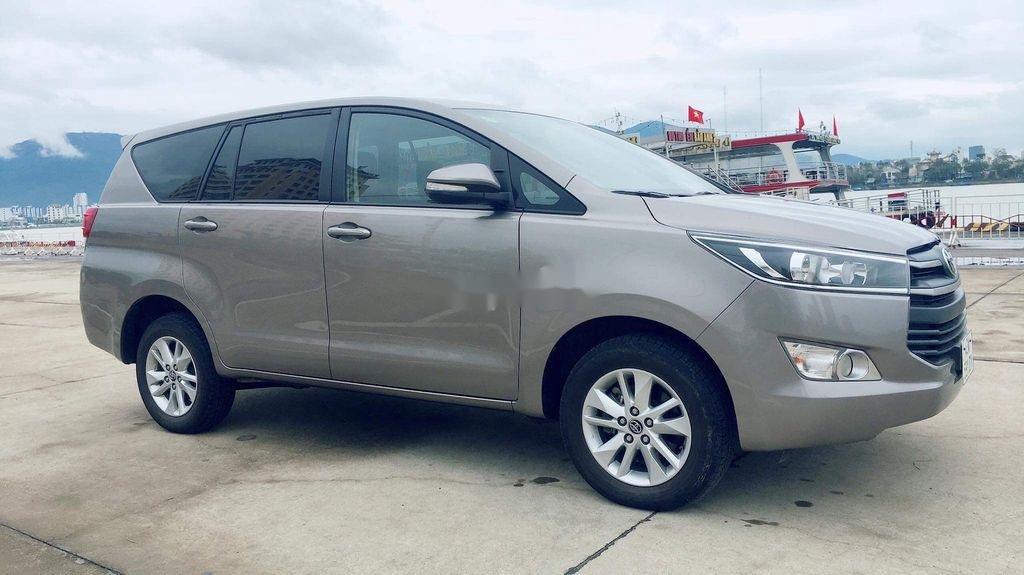Cần bán lại xe Toyota Innova sản xuất năm 2017 còn mới, giá chỉ 565 triệu (2)