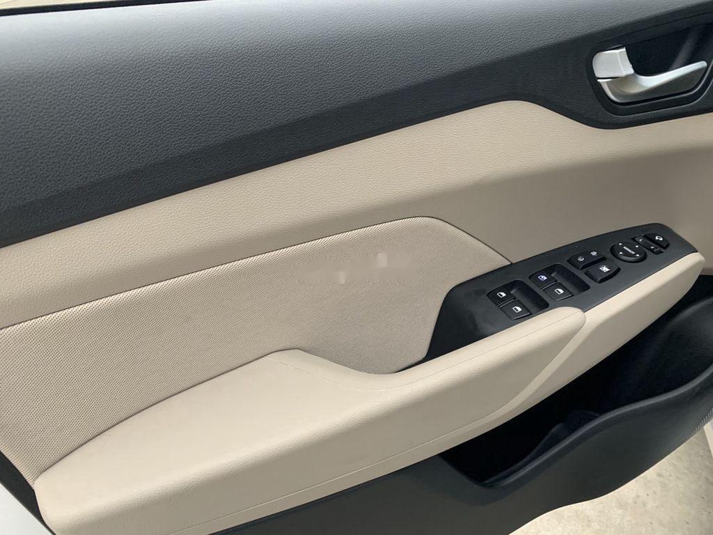 Cần bán lại xe Hyundai Accent đời 2020, màu trắng còn mới (6)