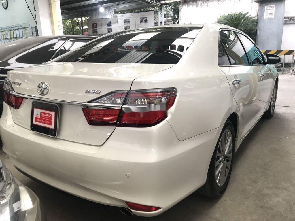 Bán Toyota Camry sản xuất năm 2018 còn mới (2)