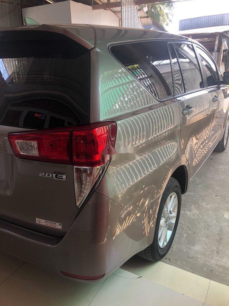 Cần bán xe Toyota Innova năm sản xuất 2019, giá mềm (3)