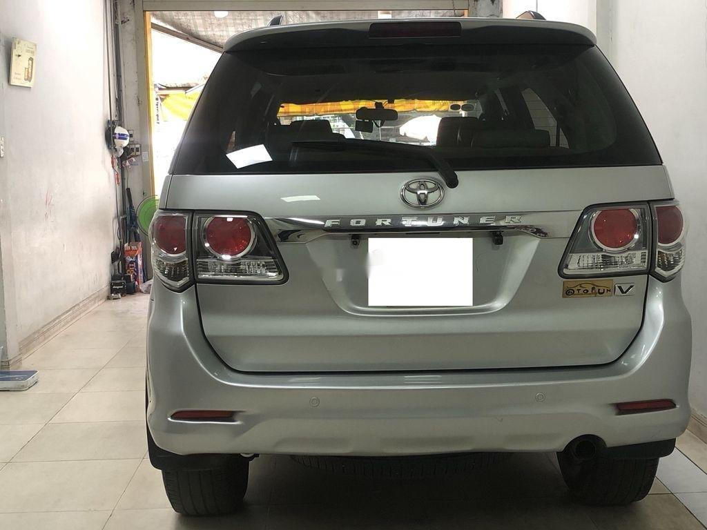 Cần bán Toyota Fortuner AT năm sản xuất 2012, xe giá thấp (5)