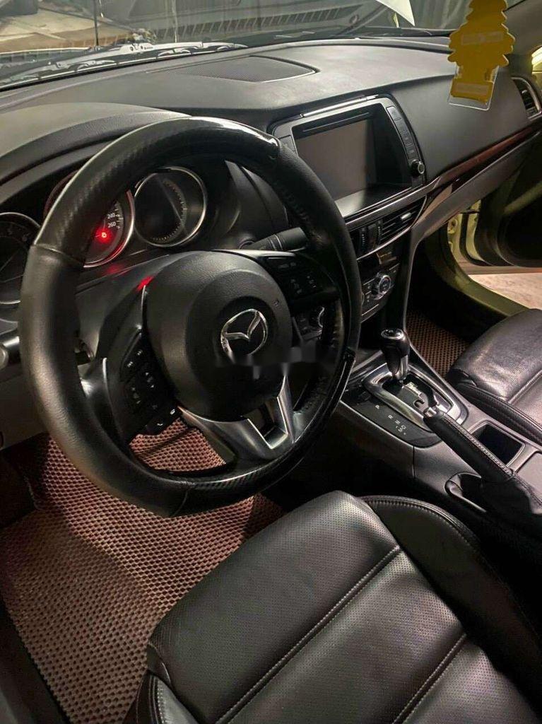 Cần bán gấp Mazda 6 sản xuất năm 2016, màu trắng, xe nhập, giá 550tr (3)