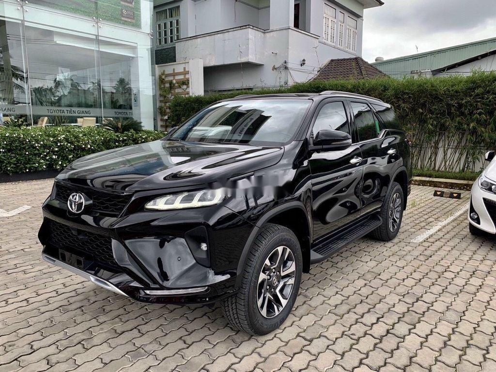 Bán Toyota Fortuner đời 2021, màu đen (1)