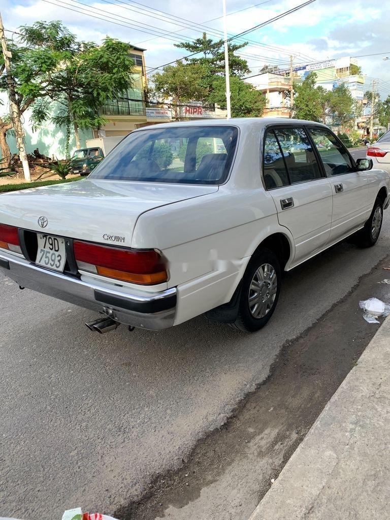 Xe Toyota Crown năm 1995, màu bạc, giá 125tr (4)