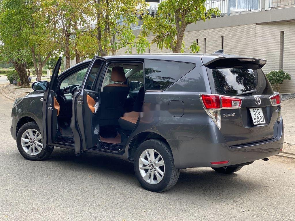 Cần bán gấp Toyota Innova sản xuất 2017 còn mới (1)