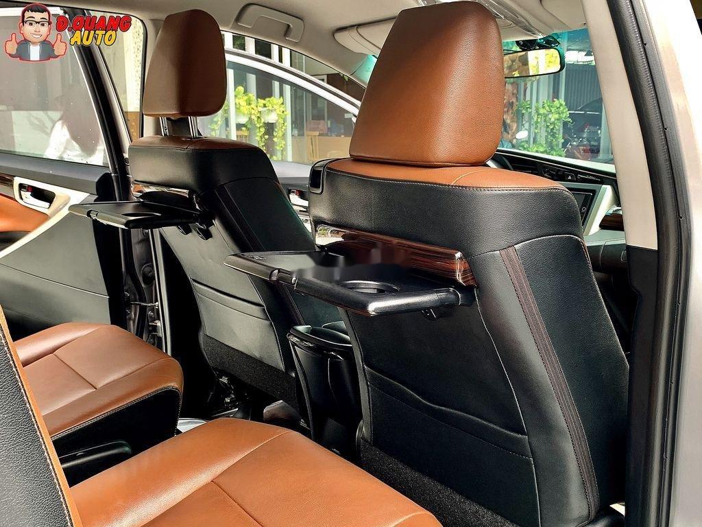 Bán Toyota Innova năm 2017 còn mới (4)