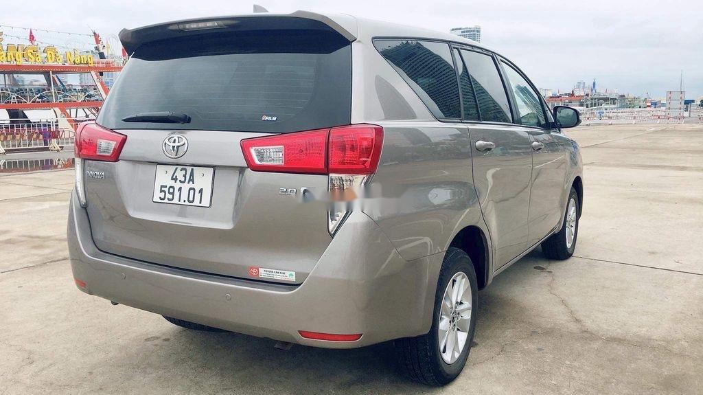 Cần bán lại xe Toyota Innova sản xuất năm 2017 còn mới, giá chỉ 565 triệu (6)