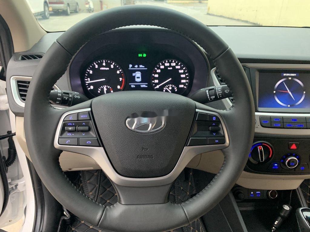 Cần bán lại xe Hyundai Accent đời 2020, màu trắng còn mới (7)