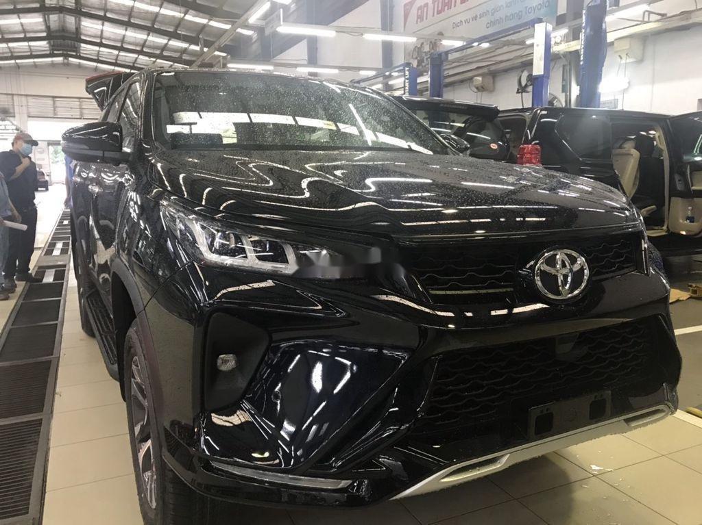 Bán Toyota Fortuner đời 2021, màu đen (6)