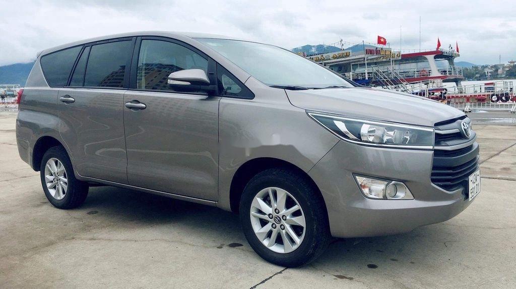 Cần bán lại xe Toyota Innova sản xuất năm 2017 còn mới, giá chỉ 565 triệu (8)