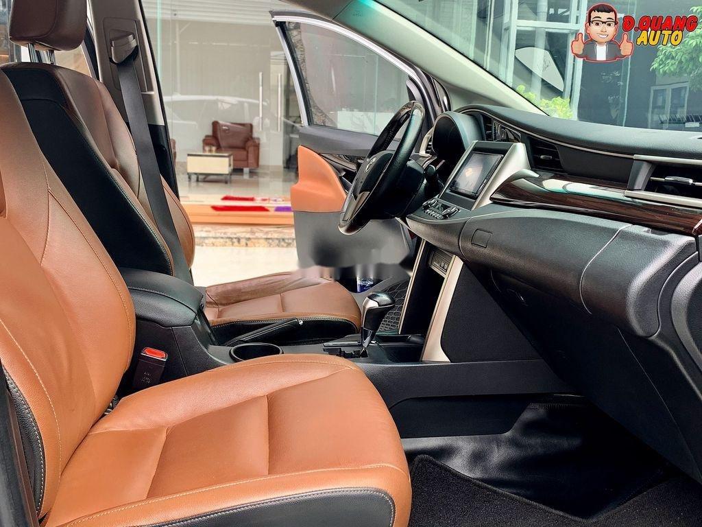 Bán Toyota Innova năm 2017 còn mới (9)