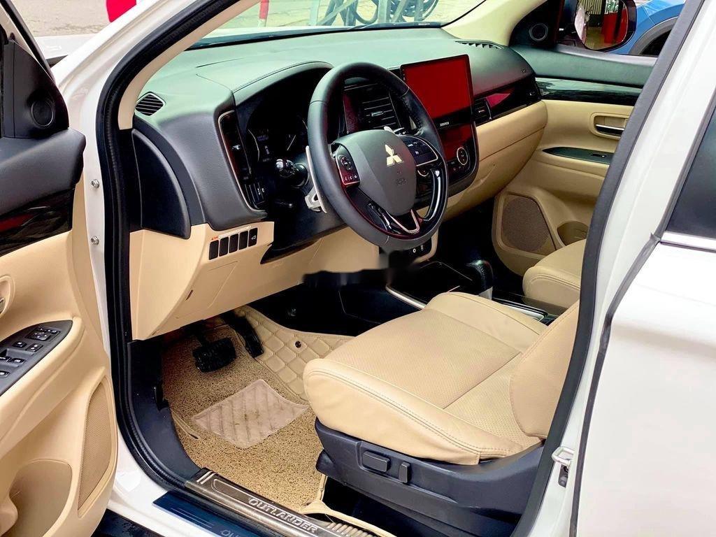 Cần bán gấp Mitsubishi Outlander đời 2017, màu trắng, nhập khẩu (10)