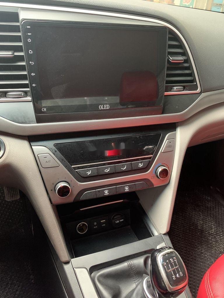 Bán Hyundai Elantra năm 2017, xe giá thấp, động cơ ổn định  (9)