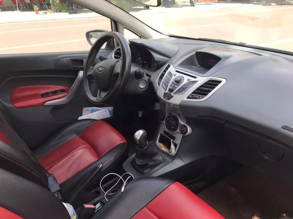 Cần bán gấp Ford Fiesta năm sản xuất 2011, giá chỉ 250 triệu (5)