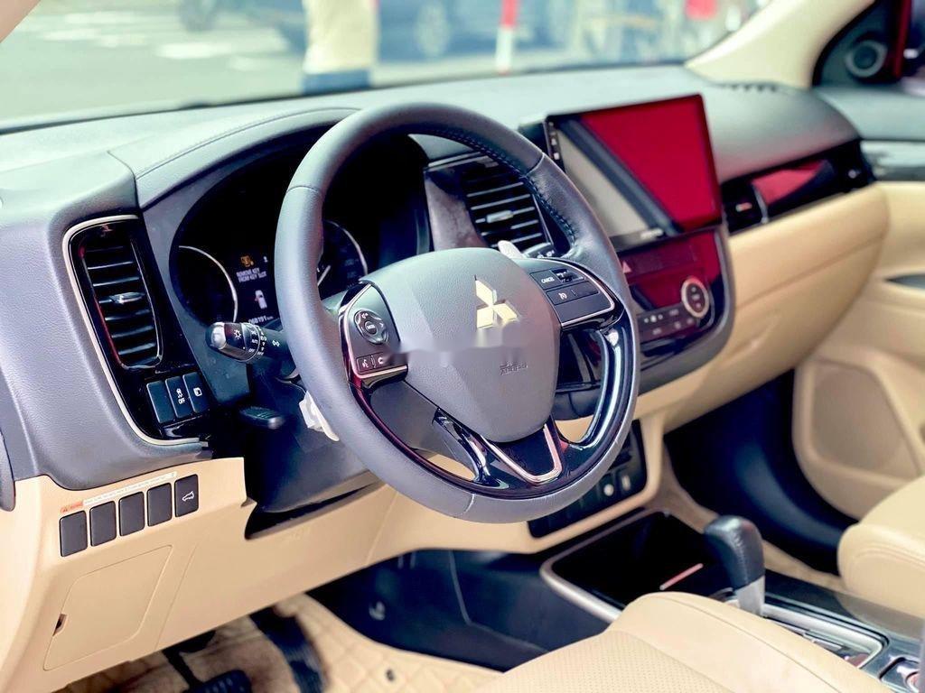 Cần bán gấp Mitsubishi Outlander đời 2017, màu trắng, nhập khẩu (9)