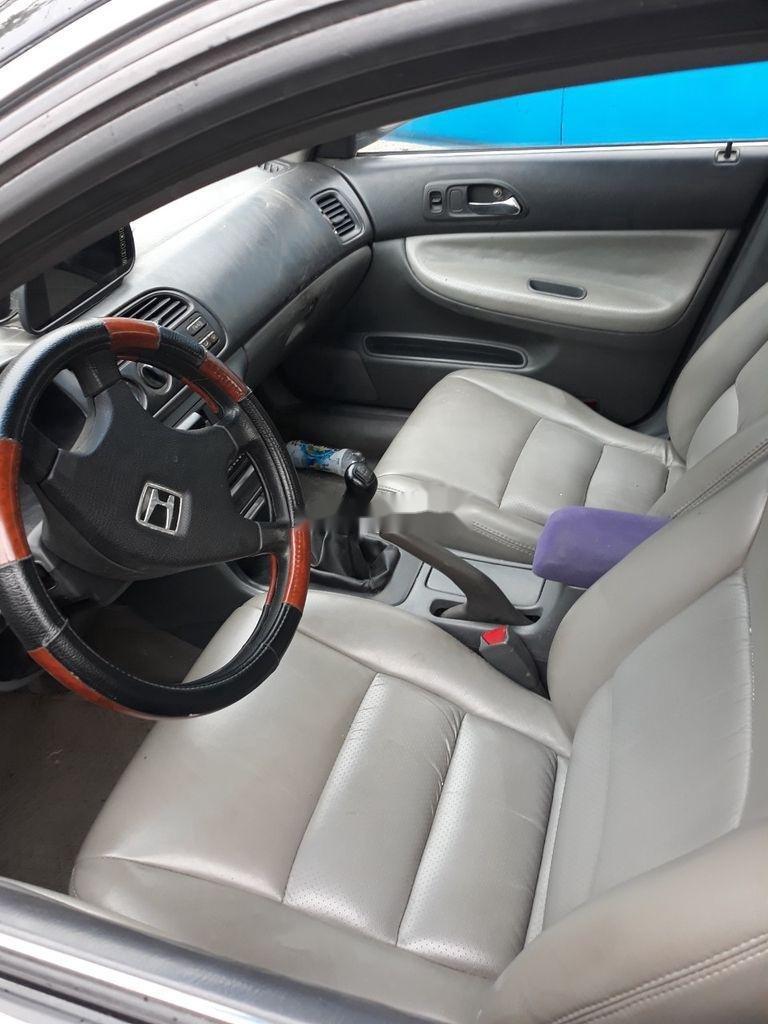 Cần bán gấp Honda Accord sản xuất 2000, màu đen (5)