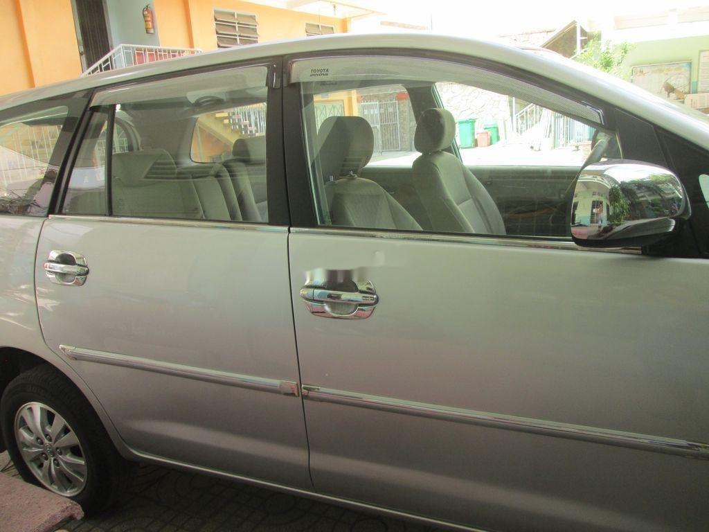 Cần bán xe Toyota Innova sản xuất năm 2011 còn mới, 376 triệu (1)