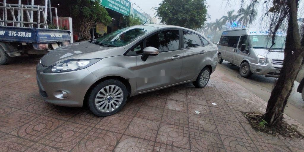 Xe Ford Fiesta năm sản xuất 2012, nhập khẩu nguyên chiếc (1)