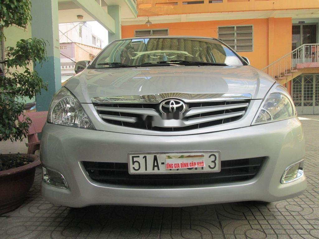 Cần bán xe Toyota Innova sản xuất năm 2011 còn mới, 376 triệu (2)