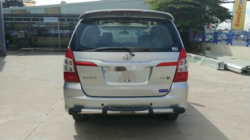 Bán Toyota Innova E năm 2015, giá mềm (3)