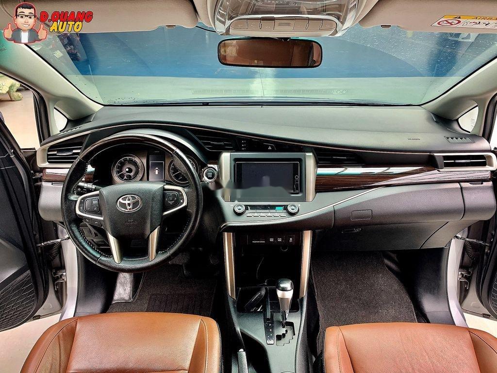 Bán Toyota Innova năm 2017 còn mới (6)
