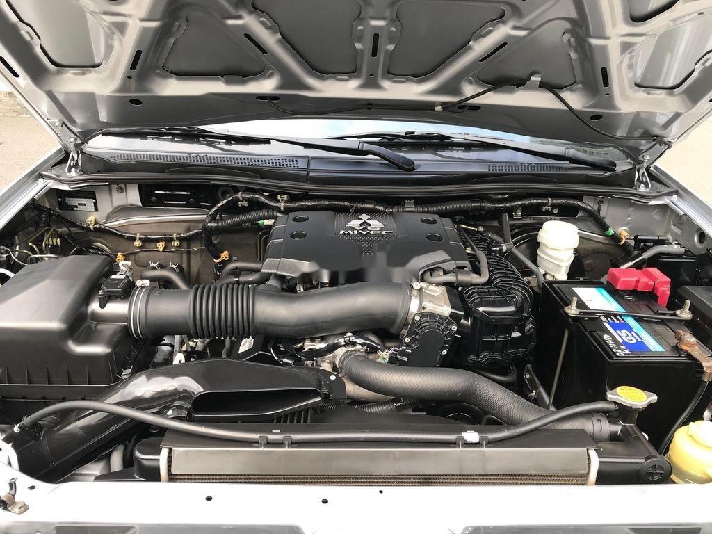 Bán xe Hyundai Starex sản xuất 2016, xe chính chủ giá thấp (12)