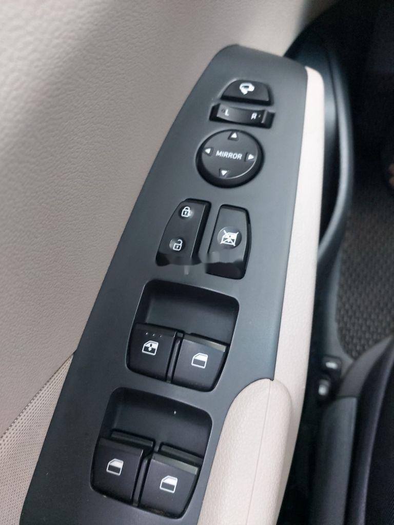 Cần bán xe Hyundai Accent sản xuất năm 2018, màu bạc (4)