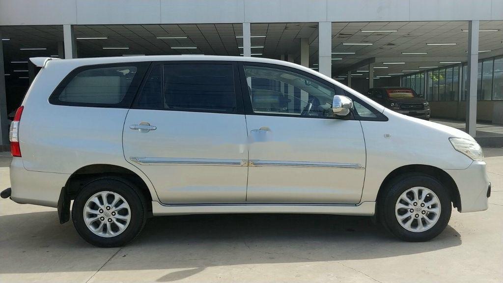 Bán Toyota Innova E năm 2015, giá mềm (5)