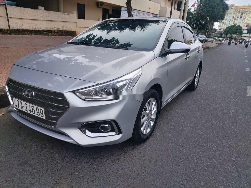 Cần bán xe Hyundai Accent sản xuất năm 2018, màu bạc (2)