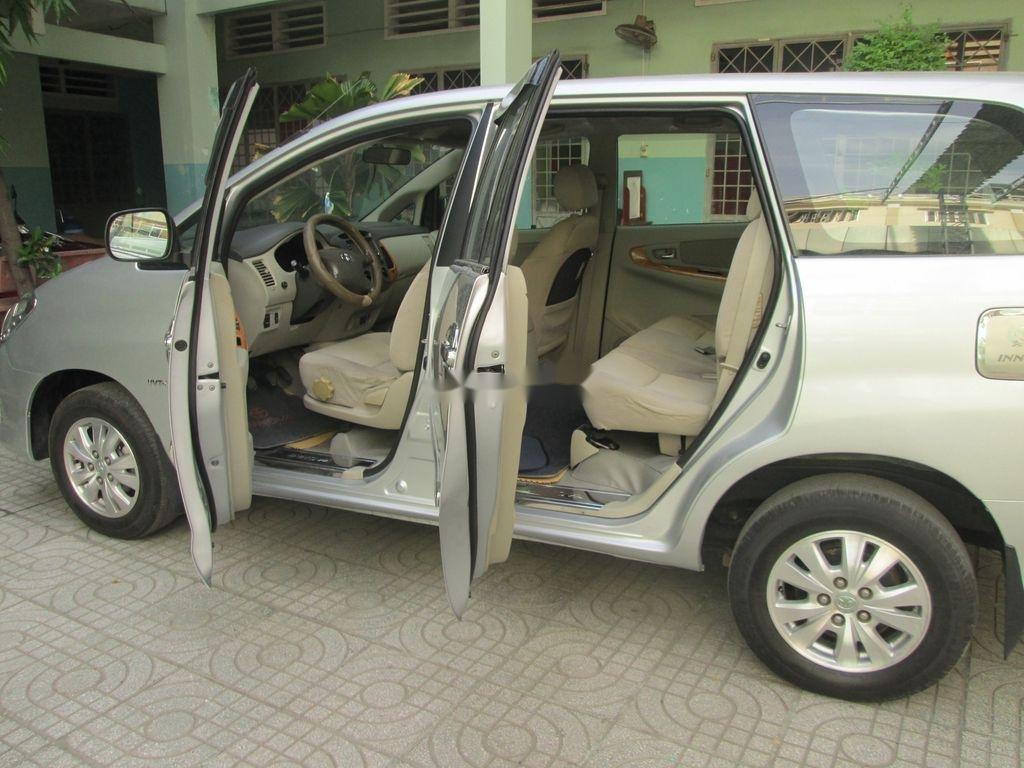 Cần bán xe Toyota Innova sản xuất năm 2011 còn mới, 376 triệu (6)