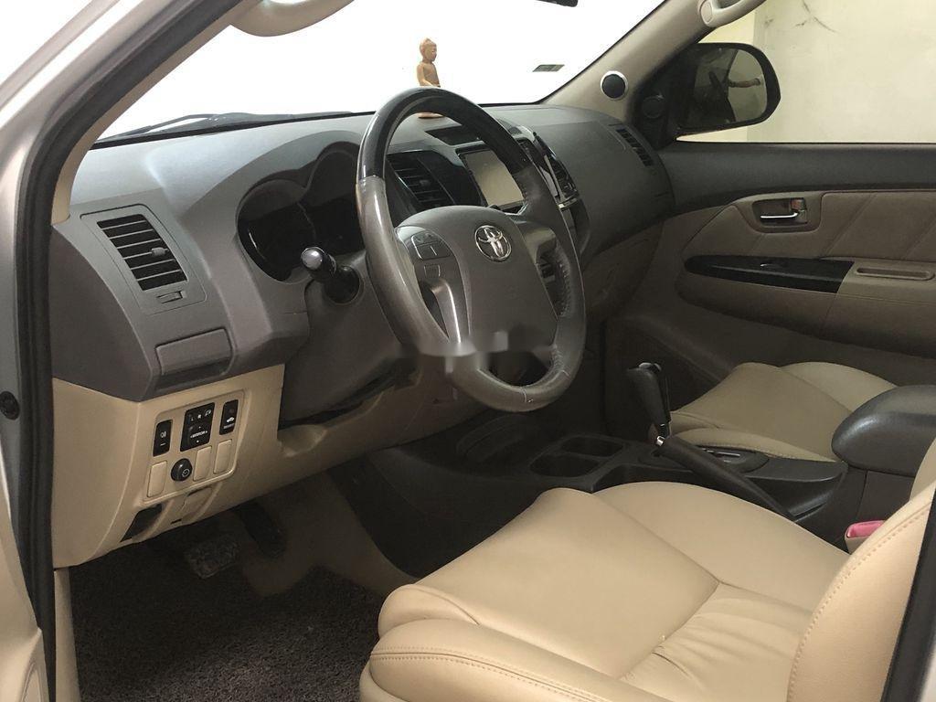 Cần bán Toyota Fortuner AT năm sản xuất 2012, xe giá thấp (6)