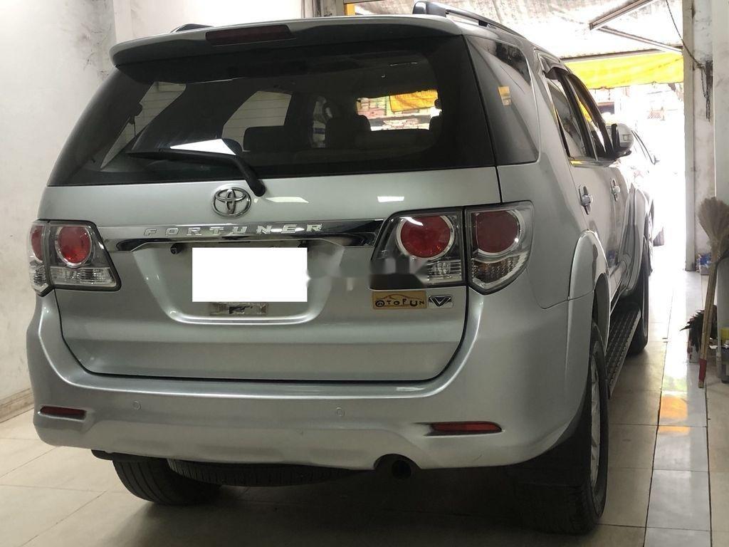 Cần bán Toyota Fortuner AT năm sản xuất 2012, xe giá thấp (4)
