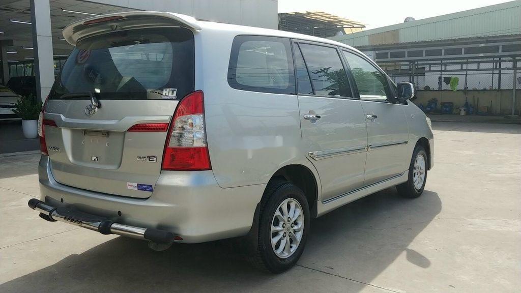 Bán Toyota Innova E năm 2015, giá mềm (4)