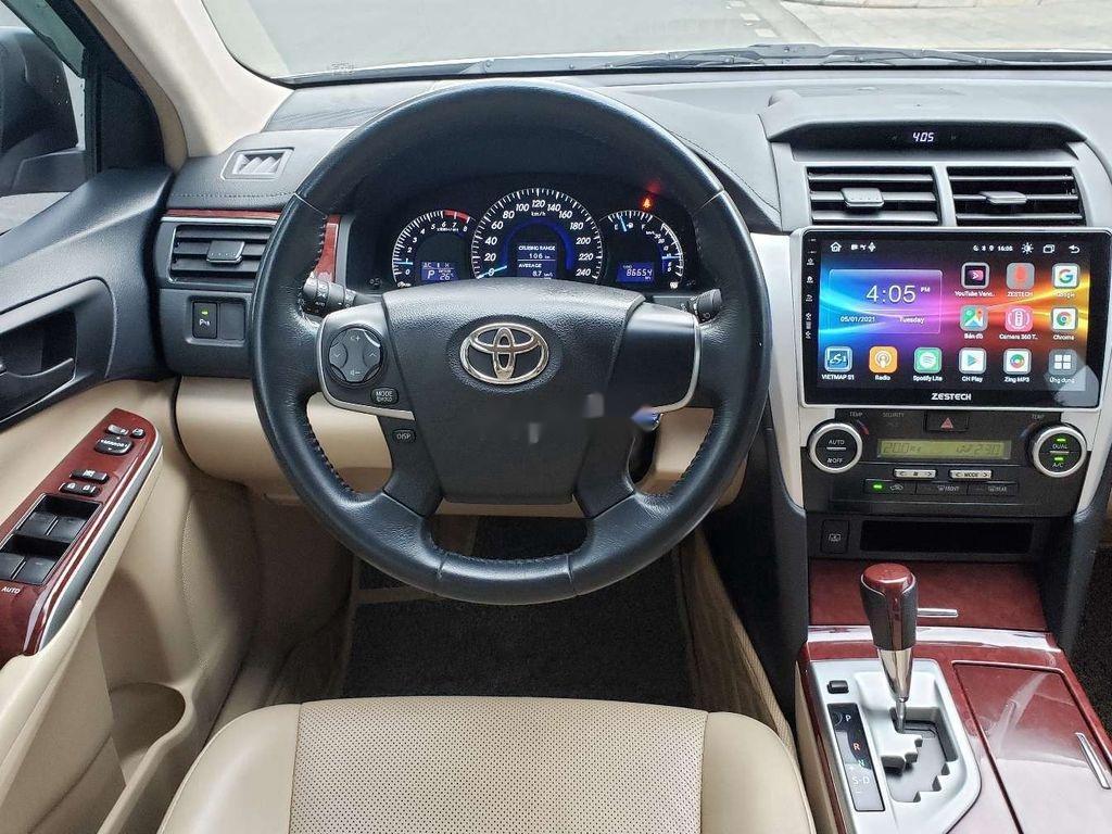 Cần bán lại xe Toyota Camry sản xuất 2014 chính chủ, 700 triệu (9)