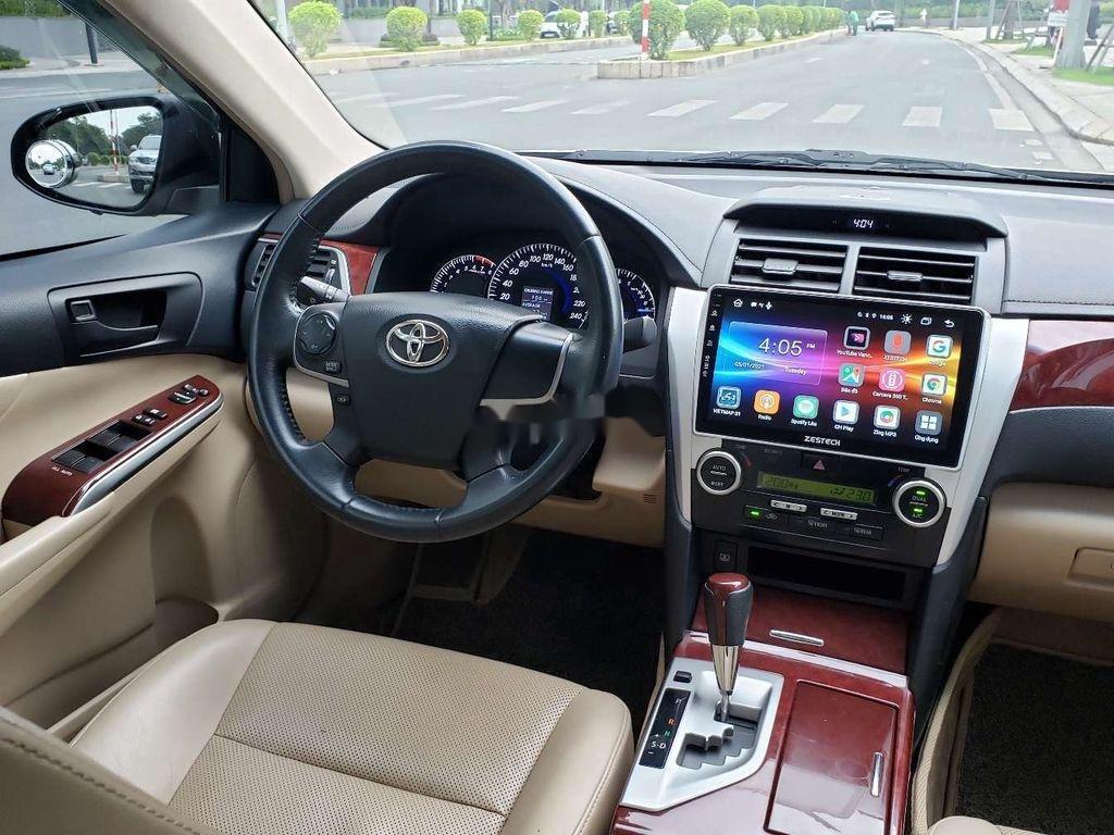 Cần bán lại xe Toyota Camry sản xuất 2014 chính chủ, 700 triệu (6)