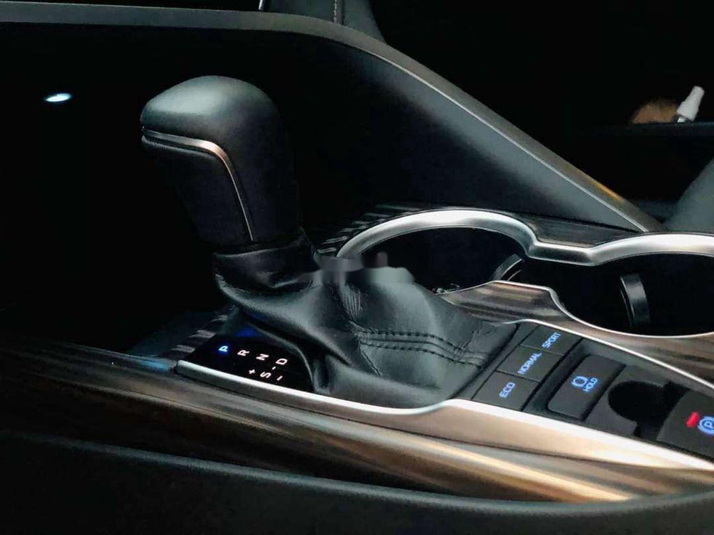 Bán ô tô Toyota Camry sản xuất 2019, nhập khẩu nguyên chiếc còn mới (8)