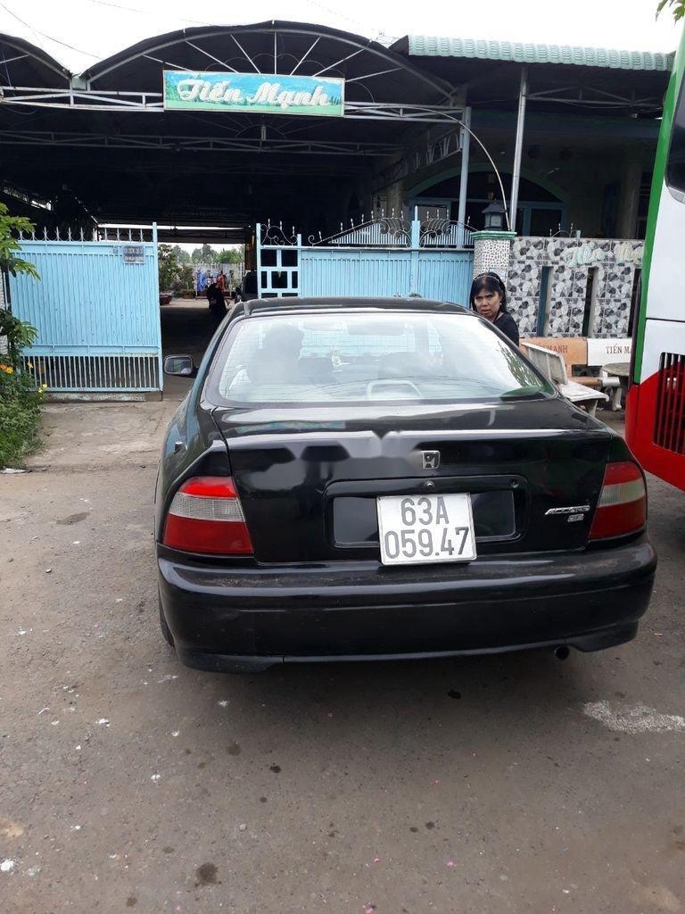 Cần bán gấp Honda Accord sản xuất 2000, màu đen (1)