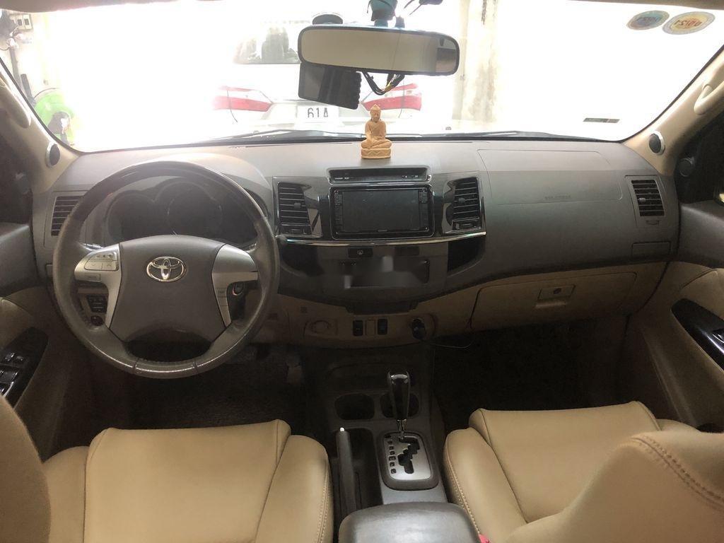 Cần bán Toyota Fortuner AT năm sản xuất 2012, xe giá thấp (7)