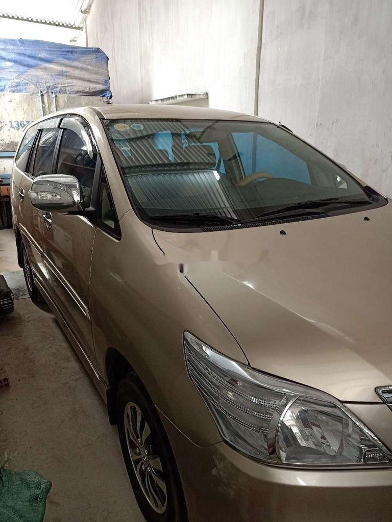 Cần bán xe Toyota Innova sản xuất 2014 còn mới (2)